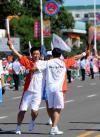 图文-奥运圣火齐齐哈尔传递 交接火炬传递奥运梦想