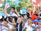 图文-奥运圣火齐齐哈尔传递 火炬沿途受到热情礼遇