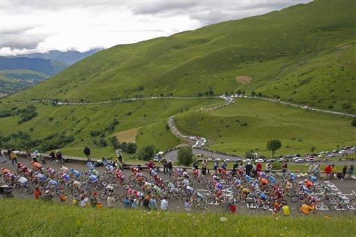 图文-环法自行车赛第9赛段赛况郊外绿色风景线