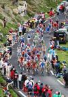 图文-环法自行车赛结束第10赛段路边观众加油助威
