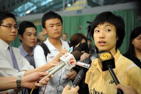 图文-中国香港羽毛球队备战奥运 叶佩延接受采访
