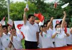 图文-奥运圣火在鞍山传递 加油助威人人有责