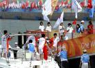 图文-奥运圣火在青岛传递 郭川登上青岛号帆船