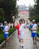 图文-奥运圣火在曲阜传递 东方圣城与西方文明相融