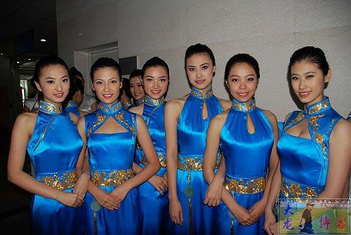 图文-奥运颁奖礼仪志愿者风采 美女们露出灿烂笑脸