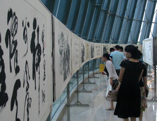 图文-奥林匹克文化中国行开展 市民兴致勃勃