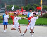 图文-北京奥运圣火在开封传递 齐心一致搭出造型