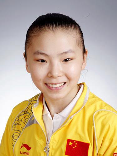 图文-北京奥运会中国代表团成立体操队员何可欣