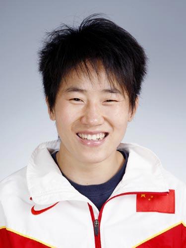 图文-北京奥运中国代表团成立摔跤队队员许莉
