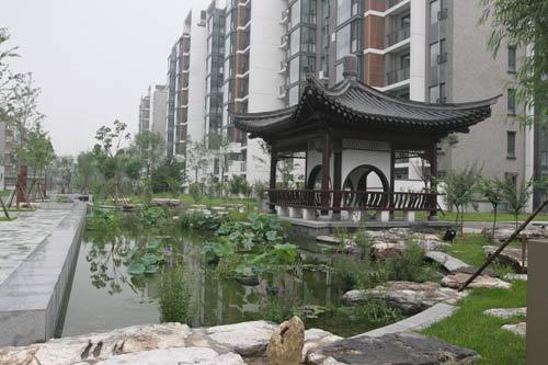 图文-探秘北京奥运村内景 居民区的古朴凉亭