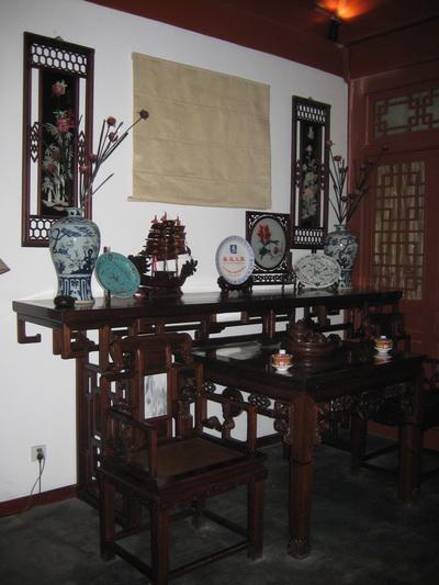 图文-探秘北京奥运村内景 四合院屋内古式桌椅