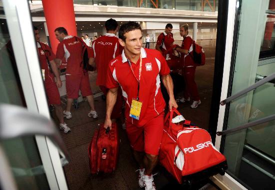 图文-波兰代表团首批成员抵达北京 向奥运村进发