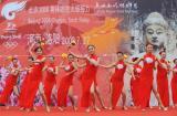 图文-北京奥运圣火在洛阳传递 火辣辣的舞蹈助兴