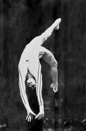 图文-奥运史上的难忘瞬间 科马内奇的满分表现