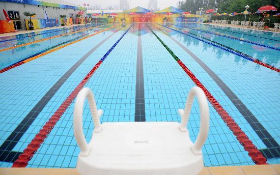 图文-舒适温馨的运动员之家 北京奥运村内的游泳池