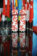 图文-青岛奥运村凸显中国元素 身着旗袍的礼仪小姐