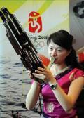 图文-青岛奥运村凸显中国元素 演员在用笙吹奏乐曲