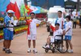 图文-北京奥运圣火在唐山传递 任增田王俊杰交接