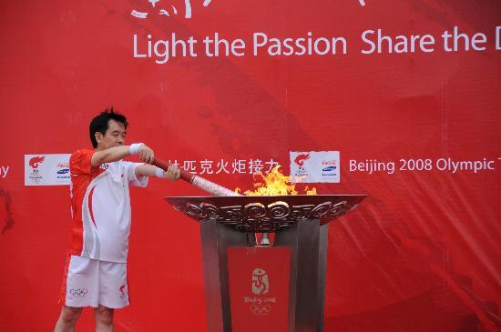 图文-奥运圣火在唐山传递 唐山传递就此落幕