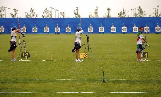 户外射箭运动!_户外_图文射箭运动员进行适应性训练瞄准目标飞矢