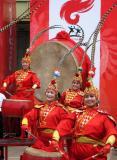 图文-北京奥运圣火在唐山传递 结束仪式上的表演