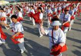 图文-奥运圣火继续在天津传递 欢天喜地迎圣火