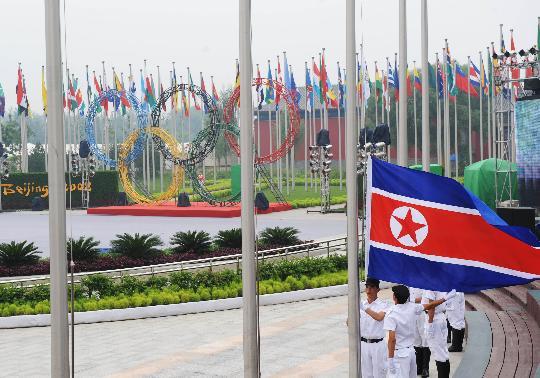 图文-朝鲜代表团举行升旗仪式 国旗在奥运村升起