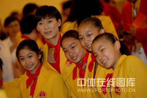 图文-中国体育代表团召开总结大会 可爱的体操小丫