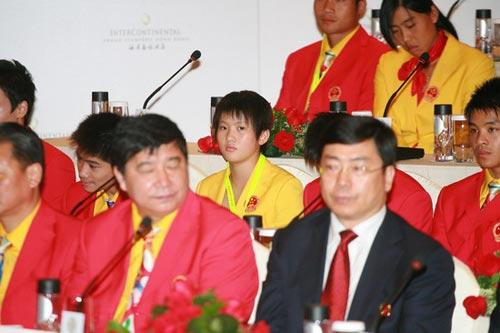 图文-中国奥运金牌运动员记者会 新跳水女皇陈若琳