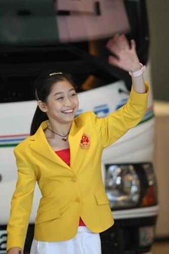 图文-中国63北京奥运冠军抵港 江钰源标志性笑容
