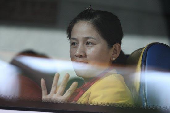 图文-中国63北京奥运冠军抵港 射箭突破者张娟娟