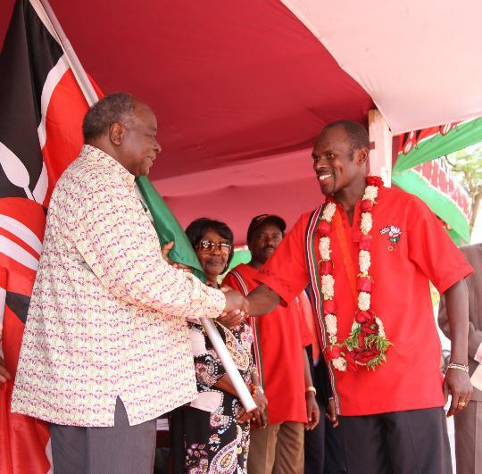 图文-肯尼亚总统接见奥运代表团 接见奥运金牌选手