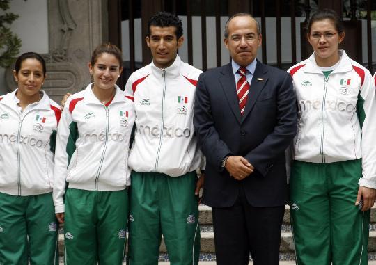 图文-墨西哥总统接见奥运获奖运动员 总统参加合影