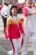 图文-金牌代表团在香港参加升旗礼 陈燮霞依旧灿烂