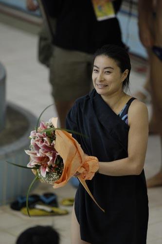 图文-国家跳水队赴香港访问表演 这是什么造型