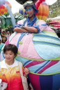 图文-奥运冠军游香港海洋公园 王鑫在与谁合影
