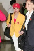 图文-内地奥运冠军代表团抵达澳门 程菲笑容满面
