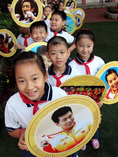 图文-济南小学举行奥运主题开学典礼 冠军已是英雄