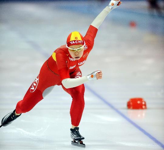 图文-速滑全国联赛女子500米邢爱华全力以赴
