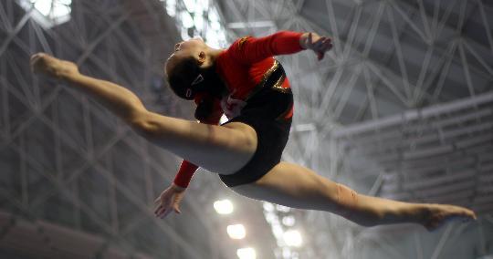 图文-全国体操冠军赛18日赛况肖莎平衡木进决赛