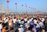 图文-08年北京国际马拉松赛赛况网罗各方豪杰