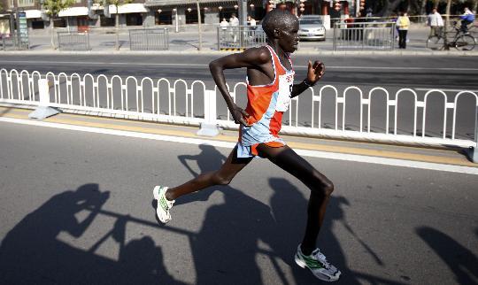 图文-北京国际马拉松赛赛况肯尼亚选手保持领先