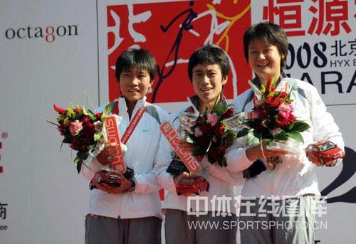 图文-08年北京国际马拉松赛赛况中国女队三朵金花