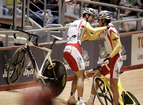 图文-场地自行车世界杯墨尔本站麦迪逊赛西夺魁