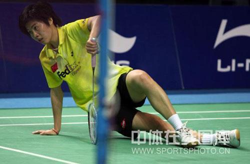 图文-中国羽毛球公开赛女单决赛朱晶晶体力难支