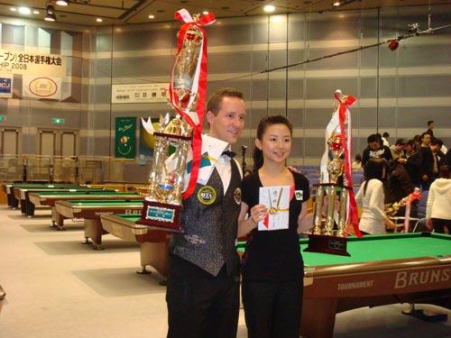 图文-潘晓婷获得本赛季第二个冠军展示冠军奖杯