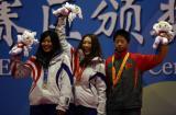 图文-大冬会女子K90米个人赛颁奖中日分享奖牌