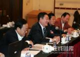 图文-政协会议体育委员分组讨论现场热烈发言