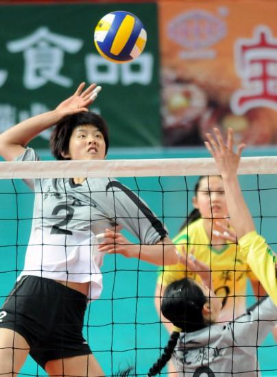 全运会女排预赛浙江开元胜上海 拉开架势扣球
