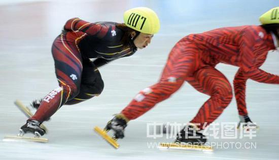 图文-女子短道速滑1500米预赛付天余在比赛中